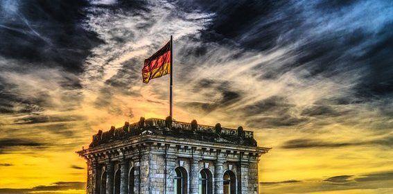 Merkel ante su momento más complicado en una década: su Gobierno pende de un hilo