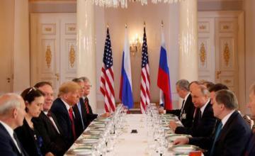 Putin expresa a Trump preocupación por salida del pacto nuclear