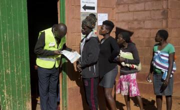 Zimbabue elije presidente en primer comicio post Mugabe