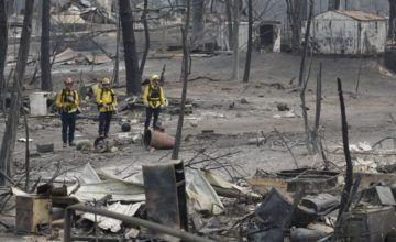 Incendios de California dejan más víctimas, equipos avanzan