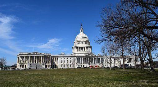 Demócratas presentan propuesta de ley para eliminar el ICE