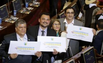 Exrebeldes de las FARC juran como legisladores en Colombia