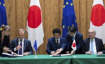 """UE y Japón firman acuerdo comercial """"contra el proteccionismo"""""""