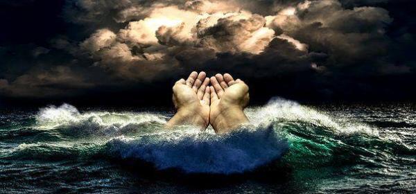 Naufragio de barco turístico en Tailandia deja 33 muertos