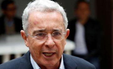Uribe pide al presidente del Congreso no considerar su carta de renuncia