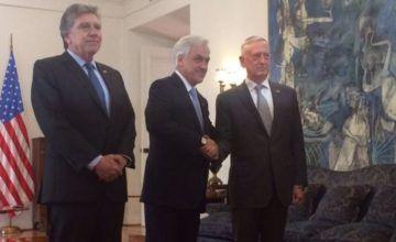 Secretario de Defensa Mattis se reúne con presidente de Chile