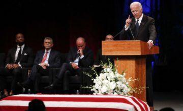 """Despiden a McCain como """"un verdadero héroe estadounidense"""""""