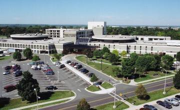 Reportan atacante armado en una base militar en Ohio