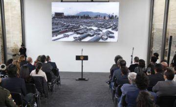 Colombia celebra monumento hecho de armas fundidas de FARC
