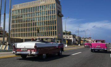 Cubanos en Miami protestan por falta de solución a cierre de embajada de EEUU en Cuba