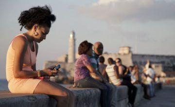 Cuba habilita por un día internet móvil gratis para probar red