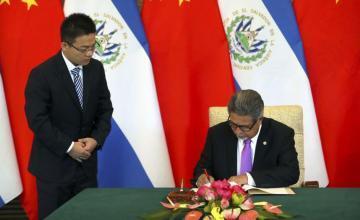 China y EE.UU. chocan por la política exterior de El Salvador