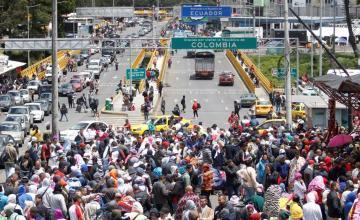 Frontera entre Colombia y Ecuador ve explosivo aumento de migrantes venezolanos