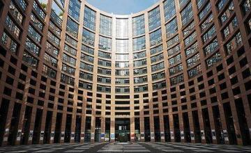 UE condena reintroducción de sanciones de EEUU a Irán y protege sus empresas