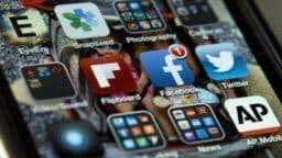 Donald Trump: 'Gigantes de las redes sociales' silencian a millones en Facebook y Twitter