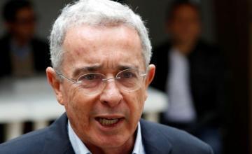 Teléfono de Uribe fue interceptado por error por la Corte Suprema y responde que no le 'incomoda'