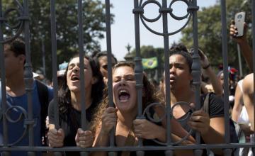 Corrupción y radicalización centran el debate presidencial en Brasil sin líderes