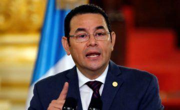 Jimmy Morales asegura que Guatemala atrapa aviones con cocaína con camiones