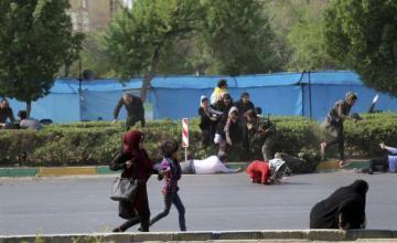 Atentado en desfile militar en Irán deja 24 muertos, la mitad miembros de Guardia Revolucionaria