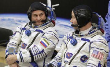 Astronautas de EEUU, Rusia realizan aterrizaje emergencia