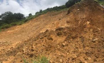 Equipos de rescate en Trinidad y Tobago buscan personas atrapadas por lodo