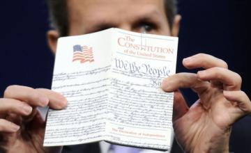 Trump quiere eliminar concesión de ciudadanía por nacimiento