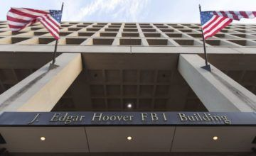 Sentencian a cárcel a agente de FBI por filtrar documentos
