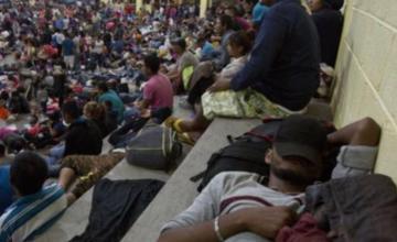 Caravana de inmigrantes hondureños dice adiós a la ciudad y sigue caminata