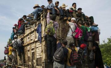 Muere migrante hondureño en caravana que intentaba ingresar a México