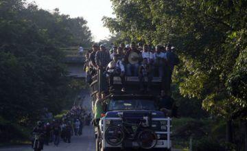 Policía mexicana detiene minibuses con migrantes