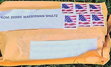 El sospechoso de bombas por correo fue arrestado afuera de Florida AutoZone, Su Van lo incautó el FBI
