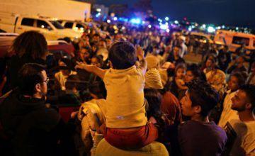 Los residentes protestan por la llegada de migrantes centroamericanos a la frontera México-EEUU
