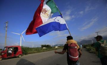 Gobierno mexicano pide a migrantes que eviten violencia en frontera con EEUU
