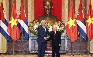 Vietnam y Cuba firman acuerdo comercial y estrecharán lazos