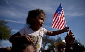 Piden 60 millones por muerte de bebé inmigrante