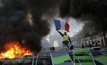 Protestas en París por alza de combustibles se tornan violentas