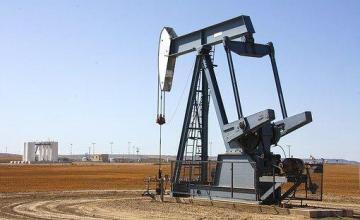 Arabia Saudita discute un recorte de bombeo de petróleo tras baja de precios por exenciones EEUU