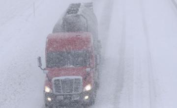 EE.UU.: Tormenta invernal paraliza vuelos y tránsito de vehículos