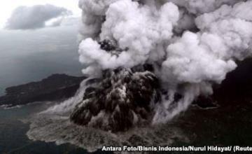 Indonesia ordena que vuelos se mantengan alejados del volcán Anak Krakatau