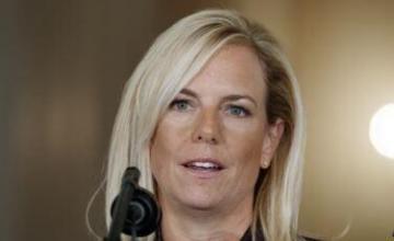 Secretaria de EEUU visita frontera tras muerte de 2do niño