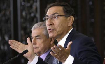 Peruanos acuden a consulta por reformas propuestas por presidente Vizcarra