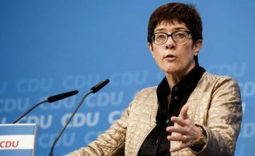 La CDU elige a la centrista Kramp-Karrenbauer como sucesora de Merkel