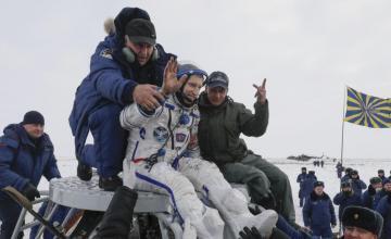 Astronautas regresan a salvo a la Tierra desde la Estación Espacial Internacional