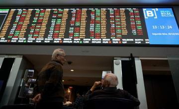 MERCADOS GLOBALES-Acciones globales suben cautelosamente en línea con Wall Street