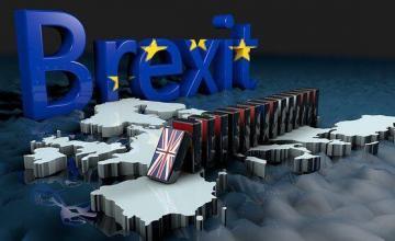 May aplaza votación en Parlamento sobre Brexit
