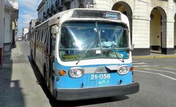 En medio de amenaza de huelga, Cuba anuncia arribo de decenas de ómnibus nuevos