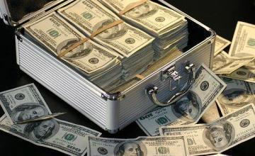 Supremo abre investigación a Petro por video en el que recibe fajos de dinero