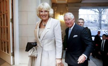 El príncipe Carlos asistirá al funeral de Bush en representación de Isabel II