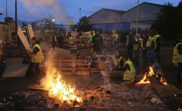 París teme nuevas protestas violentas tras retirada de tasa