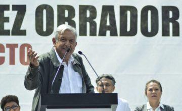 AMLO firma su primer acuerdo en materia de migración con Centroamérica